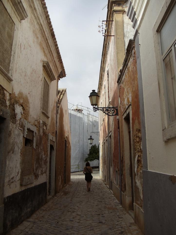 winding streets of faro